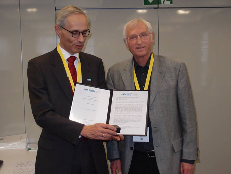 Dr. Georg Eckert erhält die Verdienstmedaille vom BVA