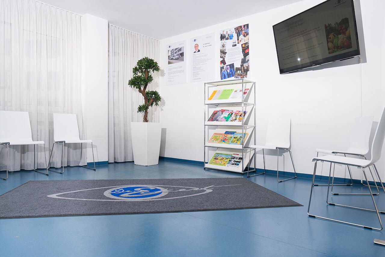 Wartezimmer des Augenzentrum Eckert Tübingen