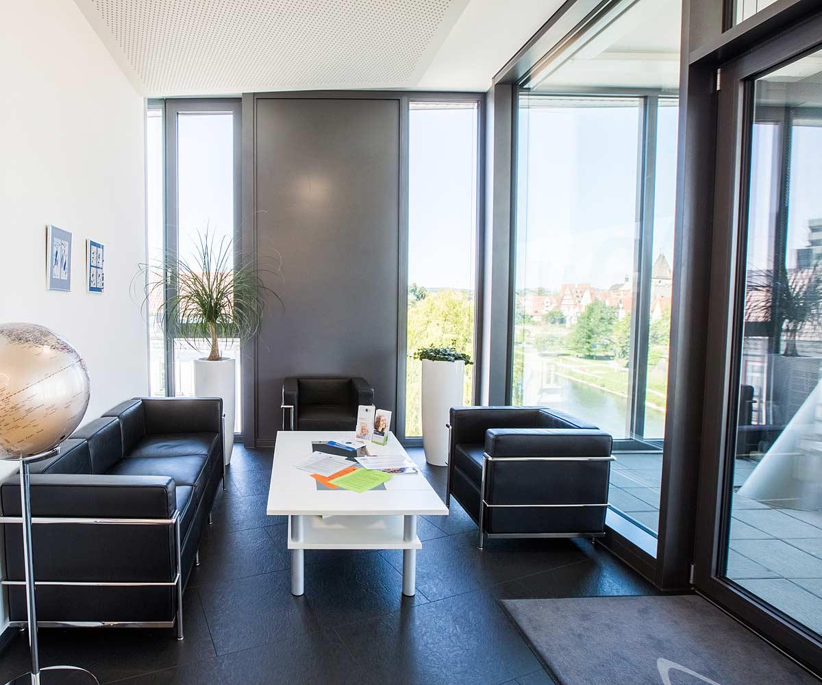 Das Wartezimmer der Praxis des Augenzentrum Eckert: Neu-Ulm